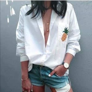 Tops - NWT New white loose long sleeve pineapple t-shirt